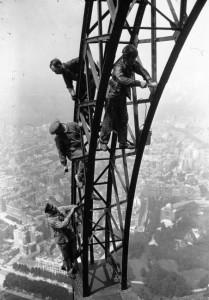 Anstreicher des Eiffelturms 1924