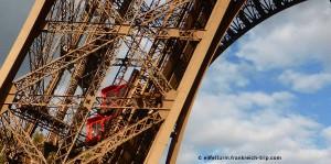 Eiffelturm Aufzug im Nordpfeiler