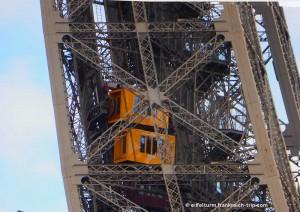 Eiffelturm Aufzug im Westpfeiler