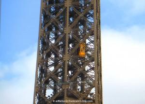 Eiffelturm Aufzug zur Spitze