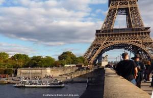Eiffelturm von der Seine gesehen