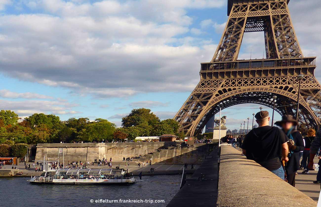 Batobus am Eiffelturm