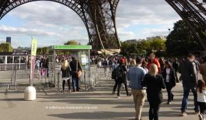 Eiffelturm Eingang mit Reservierung