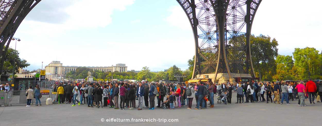 Warteschlange Kasse Eiffelturm