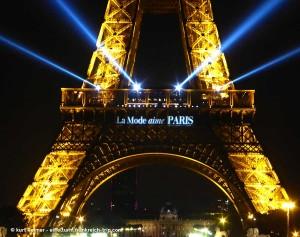 Beleuchtung Eiffelurm zur fashion week 2015