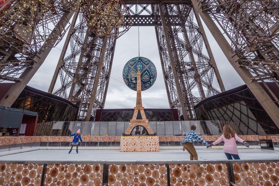 Schlittschuhbahn auf dem Eiffelturm